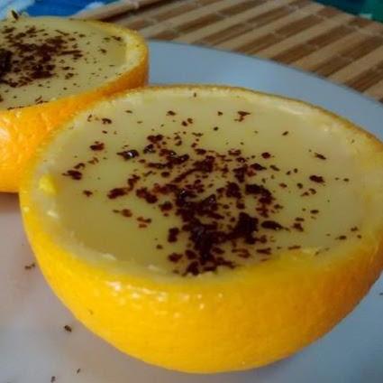 Naranja rellena con chocolate rallado